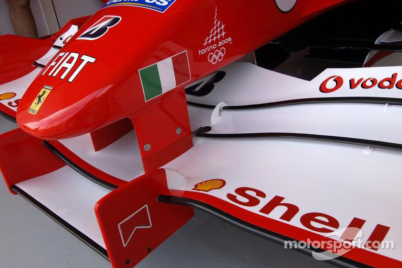 Logo de Torino 2006 en el Ferrari F2005