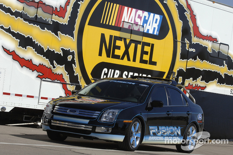 The 2006 Ford Fusion, pace car for the Banquet 400