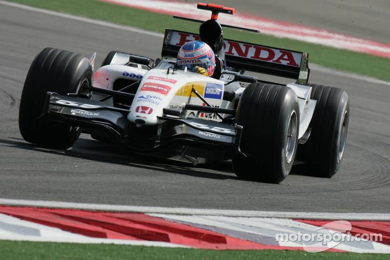 2005 - BAR 007: nono lugar no Mundial de Pilotos, com 37 pontos