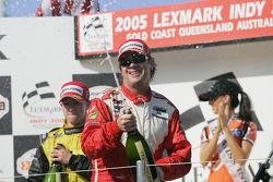 Podium: champagne for Jimmy Vasser