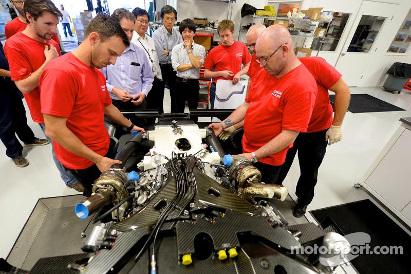 Ingenieur mit dem Nissan GT-R LM NISMO