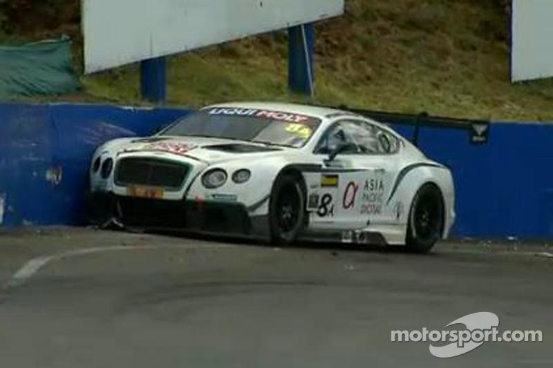 #8 Flying B Motorsport Bentley Continental GT3: David Brabham ha un incidente