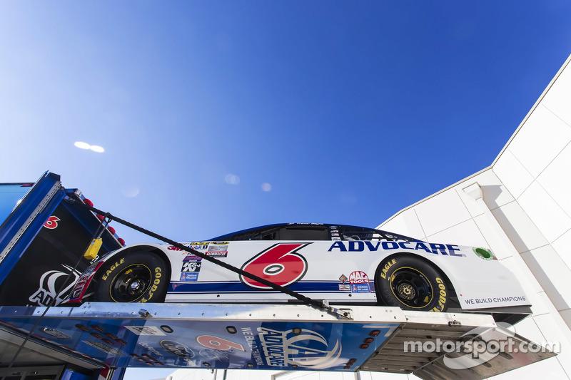 Das Auto von Trevor Bayne, Roush-Fenway Racing, wird in den Truck nach Daytona geladen