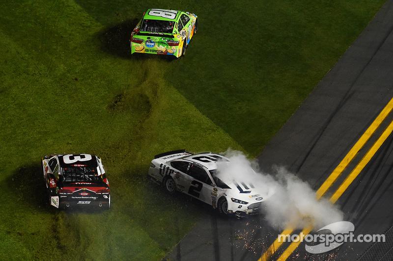 Kyle Busch, Joe Gibbs Racing Toyota, Austin Dillon, Richard Childress Racing Chevrolet, Brad Keselowski, Team Penske Ford in trouble