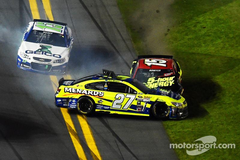 Paul Menard, Richard Childress Racing, Chevrolet, und Clint Bowyer, Michael Waltrip Racing, Toyota,