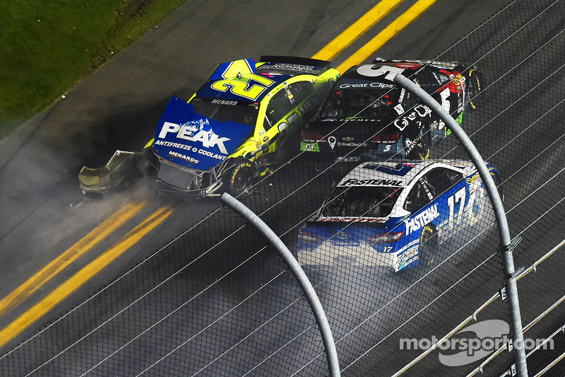 Paul Menard, Richard Childress雪佛兰车队, Kasey Kahne, Hendrick雪佛兰车队, Ricky Stenhouse Jr., Roush Fenway Racing crash