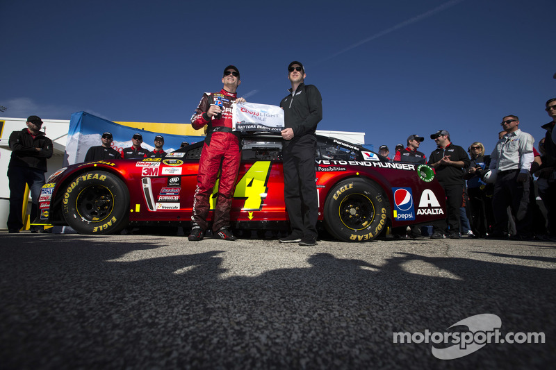 Polesitter Jeff Gordon, Hendrick Motorsports Chevrolet with crew chief Alan Gustafson