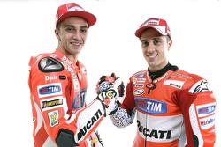 Андреа Довициозо и Андреа Янноне. Презентация Ducati Desmosedici GP15, презентация.