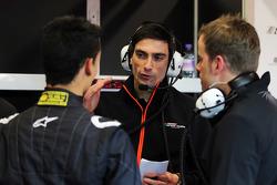 Tim Wright, Sahara Force India F1 Team Race Engineer, bersama Pascal Wehrlein, Sahara Force India F1 Team