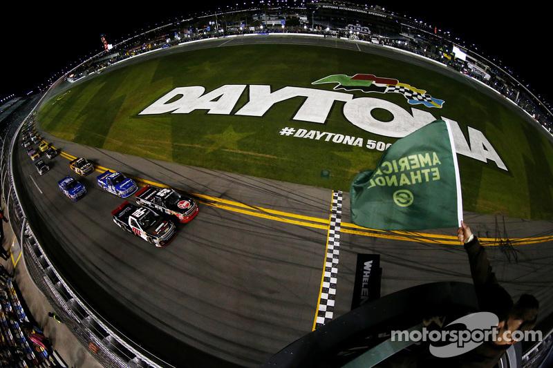 Start: Ty Dillon, GMS Racing Chevrolet, vor dem Feld