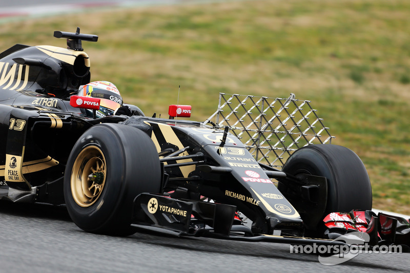 Pastor Maldonado, Lotus F1 E23 running sensor equipment