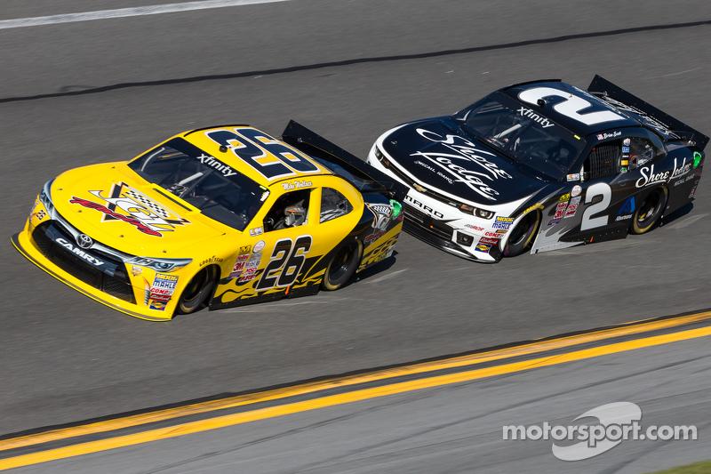Mike Wallace, JGL Racing Toyota ve Brian Scott, Richard Childress Racing