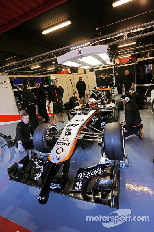 Nico Hulkenberg, Sahara Force India F1 VJM08, nos boxes