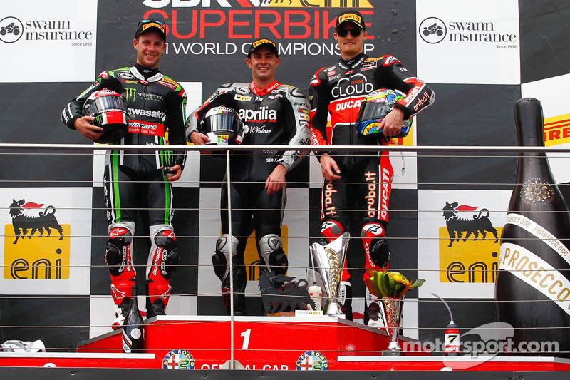 Podium: race winner Leon Haslam, Aprilia Racing Team, second place Jonathan Rea, Kawasaki, third pla