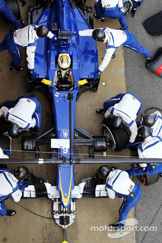 Marcus Ericsson, Sauber C34, treina um pit stop