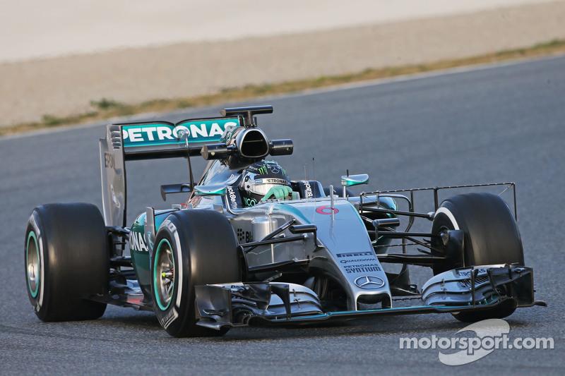 Nico Rosberg, Mercedes AMG F1 W06, fährt mit Messgeräten am Auto