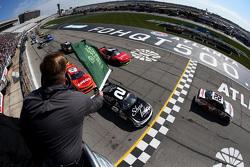 Largada: Joey Logano, Team Penske Ford lidera