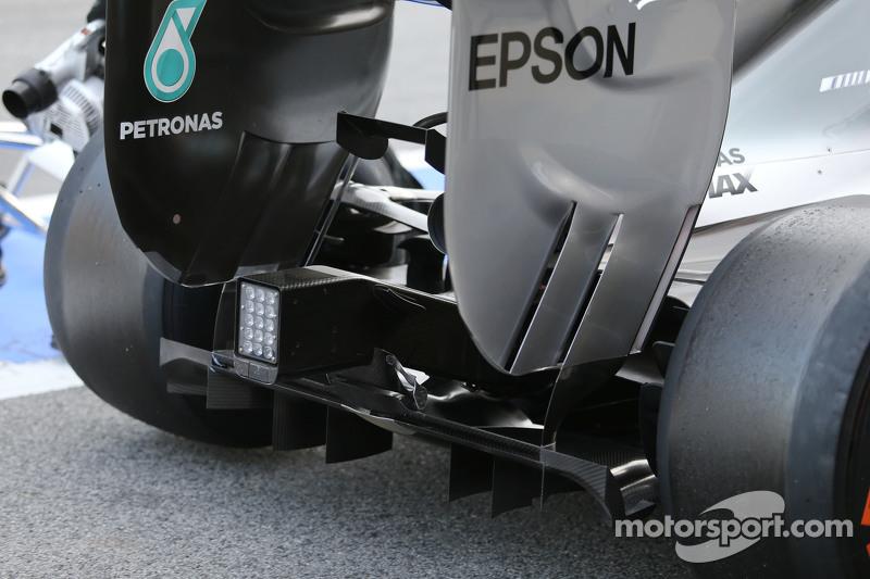 Mercedes AMG F1 W06 задній дифозор в деталях
