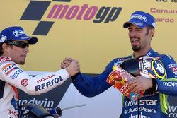 Podio: ganador de la carrera Marco Melandri y Valentino Rossi