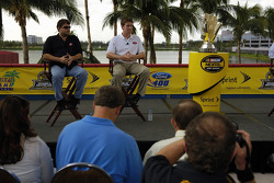 Miami press conference: 2005 championship contenders Tony Stewart and Carl Edwards talk to members o