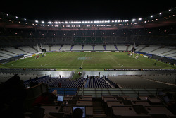 Saturday, November 26: midnight, construction of the track began immediately after Saturday evening's France-South Africa rugby international; a surveyor worked overnight to lay out the track's outline