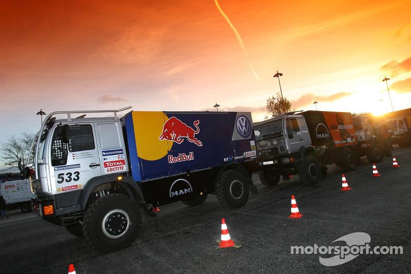 Team Volkswagen Motorsport à l'assistance
