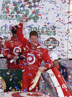 Scott Dixon celebrates overall victory