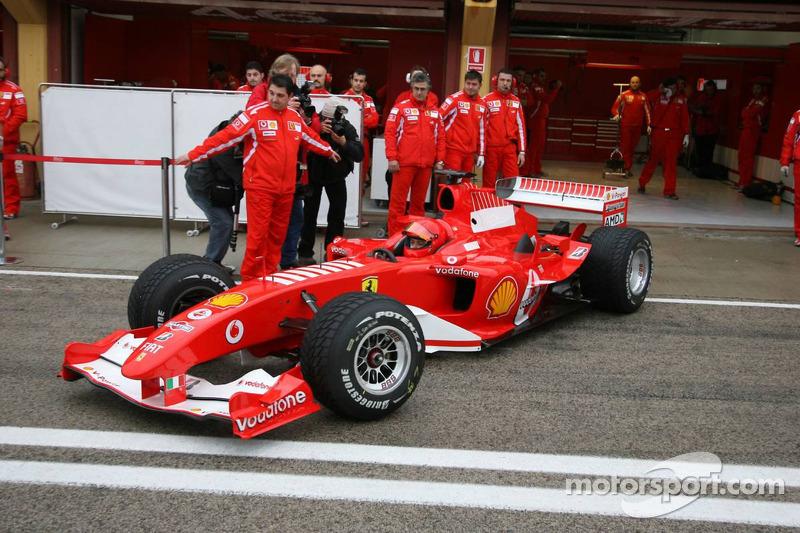 Valencia 2006: Valentino Rossi met de Ferrari F2004