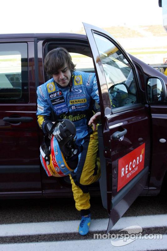 Fernando Alonso de retour après s'être arrêté sur la piste