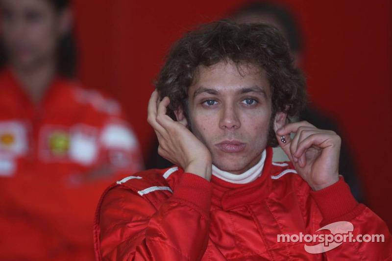 Valentino Rossi saat tes Ferrari F2004 di Valencia pada 2006
