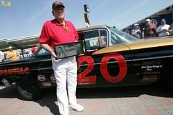 Marvin Panch receives the Legends of Daytona Award