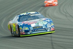 Greg Biffle leads but Tony Stewart is catching up