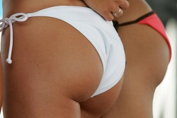 Swimsuit contest: lovely curves