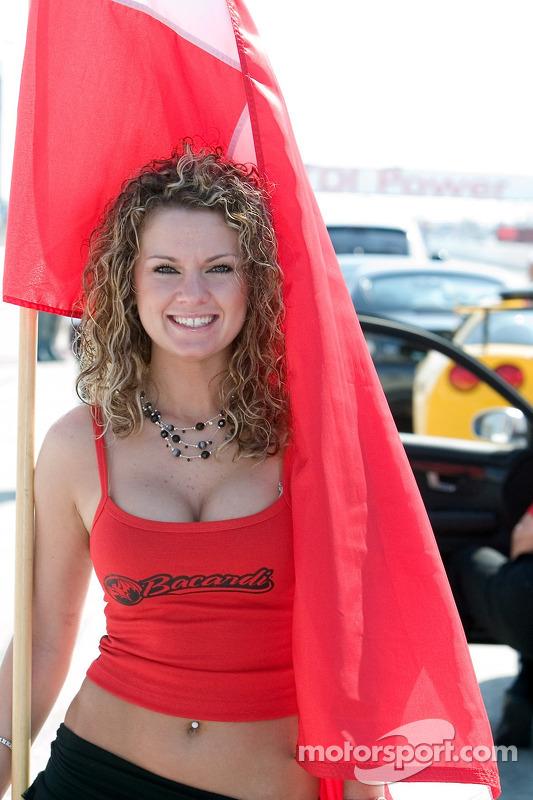 Une des jolies jeunes femmes Bacardi