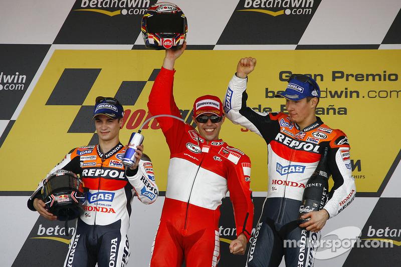 2006 Podio: ganador de la carrera Loris Capirossi con Dani Pedrosa y Nicky Hayden
