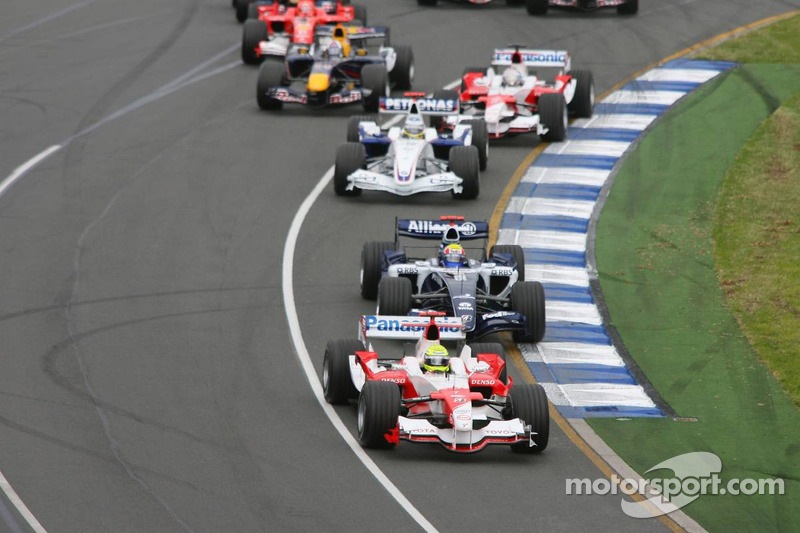 First corner: Ralf Schumacher leads Mark Webber