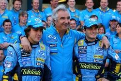 Renault F1 photoshoot: Fernando Alonso, Flavio Briatore and Giancarlo Fisichella