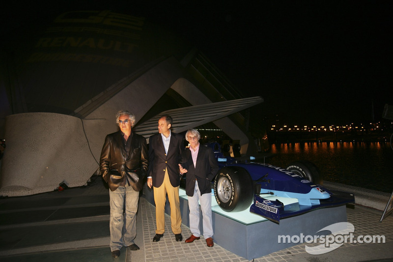 Bernie Ecclestone et Flavio Briatore avec le président de Valence