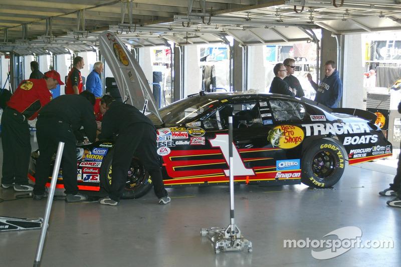 La voiture de Martin Truex dans le garage