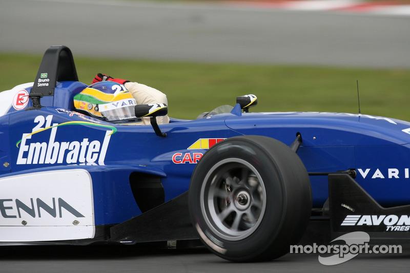 Le vainqueur de la course Bruno Senna