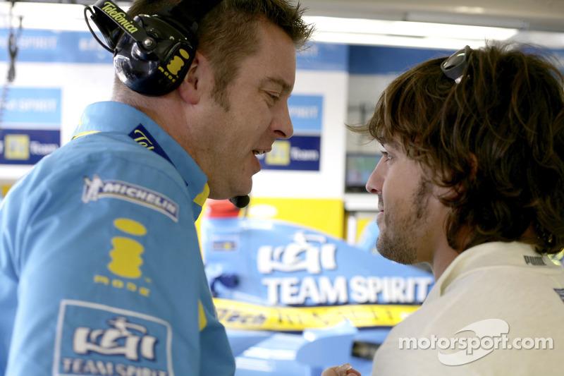 Fernando Alonso avec l'ingénieur de course Rod Nelson