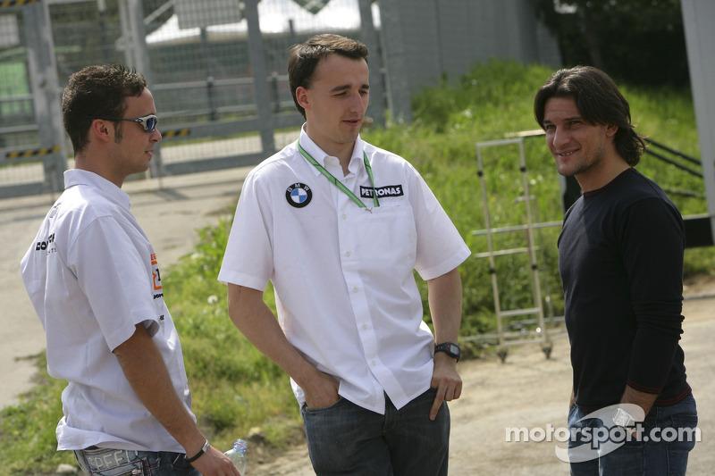 Andreas Zuber parle avec Robert Kubica et Giorgio Pantano