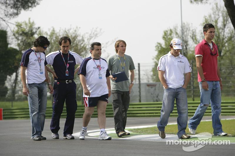 Adrian Valles et Felix Porteiro avec son équipe