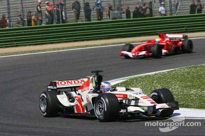 Jenson Button devant Felipe Massa