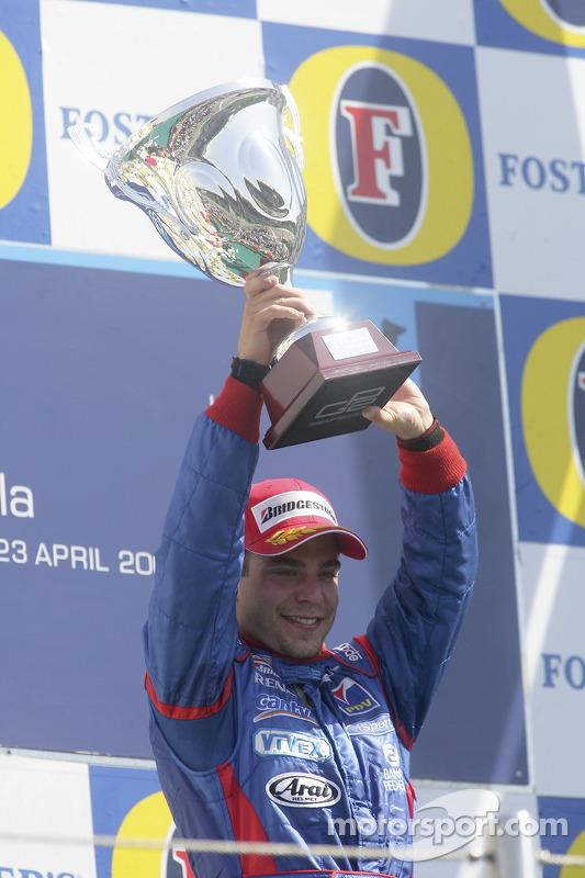 Podium: le vainqueur de la course Ernesto Viso