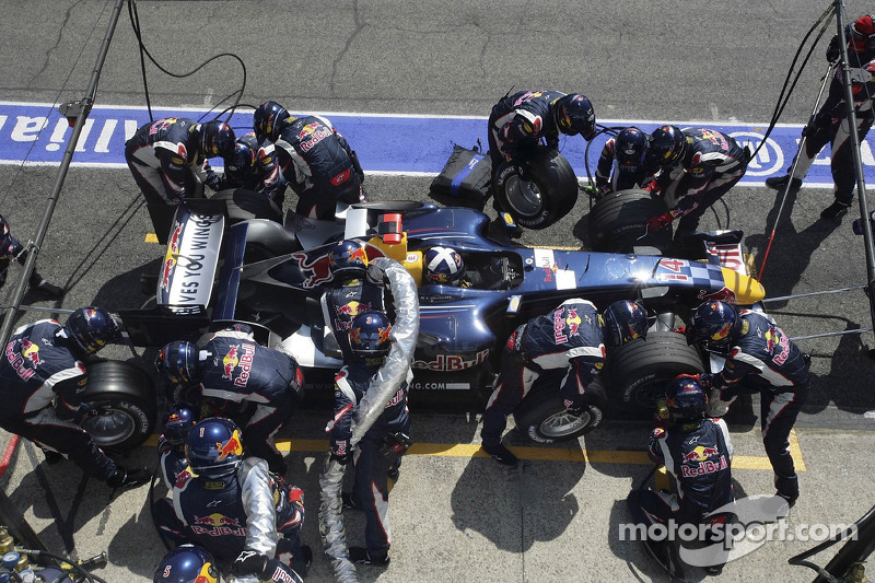 Pitstop for David Coulthard