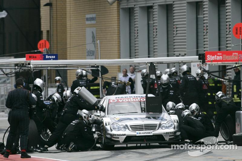 Parada en pits para Mika Hakkinen