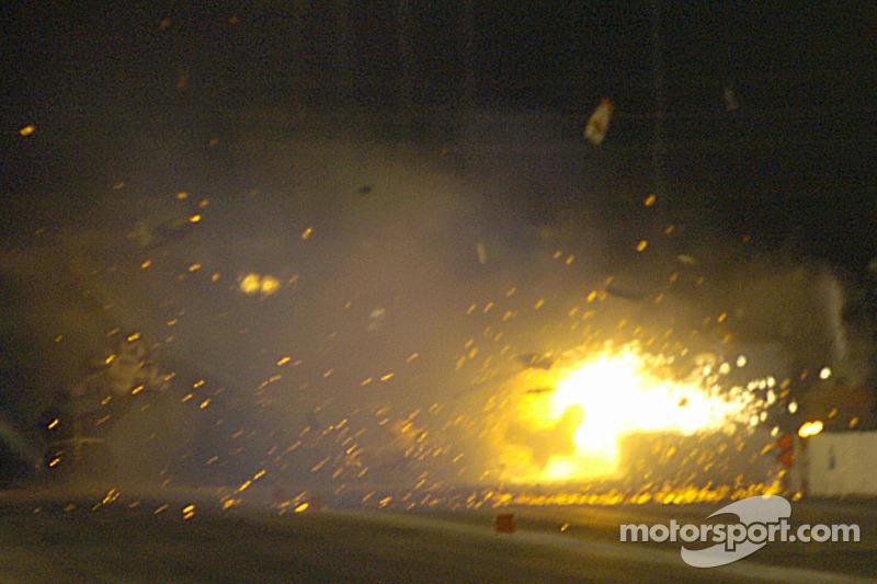 Le moteur et la voiture cassés de Cory