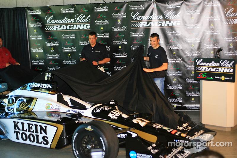 La nouveau voiture du Canadian Club pour Dario Franchitti