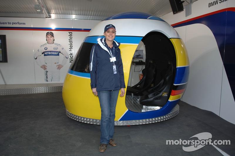 Visite du stand de l'équipe BMW Sauber: une des expositions